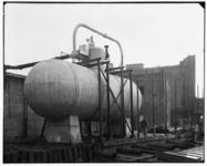 3069 FDSTORK-4053 Accumulatoren (Systeem Ruths). Accumulator bij de vloerzeil fabriek Vocaleum Vogel van Calcar, ...