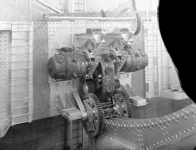 1 FDHEEMAF053607 Twee gelijkstroommotoren voor aandrijving van het lierwerk op het contragewicht van de verkeers- en ...