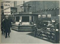 10616 FDHEEMAF030185 Foto van de HEEMAF stand op de Leipziger Messe met bezoek van Reichspräsident Paul von Hindenburg, ...