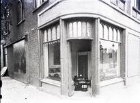 13475 FDHEEMAF031554 Etalages en toonzaal van het HEEMAF verkoopkantoor in Eindhoven, 1929-08-28