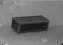 15001 FDHEEMAF020463 Sigarettenetui met HEEMAF embleem voor reclamedoeleinden, 1928-12-13