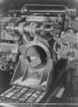 23288 FDHEEMAF063807 Het frezen van de lagerkapsponningen van een tractiehuis van tractiemotoren van het type TM 94 ...