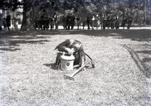 24426 FDHEEMAFF 365 Opname in Artis in Amsterdam van een Orang Oetan met een HEEMAF stofzuiger, 1938-06-30