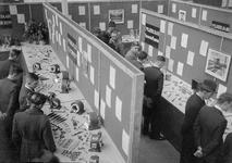 24880 FDHEEMAFF 514 Tentoonstelling van proefwerkstukken van de Leerlingenwerkplaats in de afdeling Wikkelarij, 1941-01-15