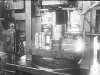 25131 FDHEEMAF3806021 Trekken en persen van stofzuigerbuizen, 1938-06-01