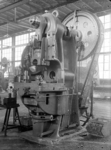 25877 FDHEEMAF4001018 Eénarmige excenterpers van het fabrikaat Schuler in de Ponserij, 1940-01-01