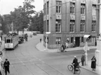 7067 FDHEEMAF050243 Verkeerslichten op de kruising Laan van Meerdervoort/Anna Paulownastraat Den Haag, 1932-07-23