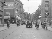 7593 FDHEEMAF050244 Verkeerslichten op de kruising Laan van Meerdervoort/Anna Paulownastraat Den Haag. Licht in de Anna ...