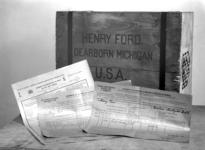 8068 FDHEEMAF032229 Verzendformulieren en kist met klompen voor Henry Ford in Michigan USA, 1930-10-18
