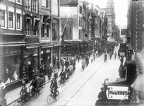 8891 FDHEEMAF021033 Introductie verkeerslichten in de Leidsestraat gezien in de richting van het Leidseplein, 1931-10-19