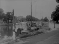 145 Zwolle: Opname van een schip dat aangemeerd ligt in de stadsgracht, 1937-08-12