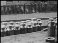 2615 BB04783 Samenvatting:Bedrijfsfilm over de werkzaamheden in een zuivelfabriek, de Almelosche Coöperatieve ...