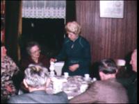4251 BB03813 Film uit de Collectie Aaftink Holten.Beelden van de dorpsgemeenschap Holten. De fabrieksschoorsteen van de ...