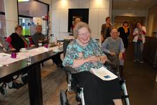 562 DBUITERWIJK-000846 Sint en Piet en bezoek in de Esdoorn, 2012-12-05