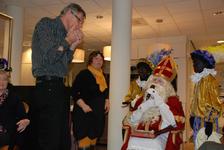 578 DBUITERWIJK-000862 Sint en Piet en bezoek in de Esdoorn, 2012-12-05