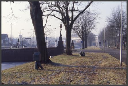 1377 DIA000094 Afbeelding van de diverse kunstwerken (1997) van Iris le Rütte aan de Veerallee in Zwolle., 2002-01-11