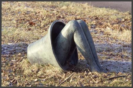 1382 DIA000099 Afbeelding van een kunstwerk (1997) van Iris le Rütte aan de Veerallee in Zwolle, voorstellende een klok ...