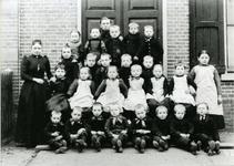 15300 FD017723-02 Reproductie van een schoolfoto van een klas van de lagere school aan de Deventerstraatweg te ...