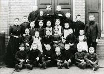 15302 FD017724-02 Reproductie van een schoolfoto van een klas van de lagere school aan de Deventerstraatweg te ...