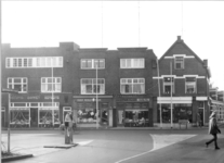 2361 FD000516-01 Gezicht op het kruispunt van de Assendorperstraat met de Bartjensstraat en de Luttenbergstraat in ...