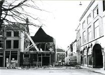 4090 FD001242 De automatiek van Woolthuis na de brand op 18-02-1979. Het pand lag op de hoek Sassenstraat met de ...