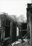 4679 FD001278 Uitgebrande woning aan de Bloemendalstraat gezien vanuit de Goudsteeg. De brand vond plaats op 7 januari ...