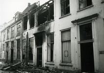 4681 FD001280 Drie volledig uitgebrande woningen aan de Bloemendalstraat. De brand vond plaats op 7 januari 1979. De ...