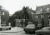 4686 FD001285 Gezicht op de achterzijde van een uitgebrand pand aan de Bloemendalstraat na de brand van 7 januari 1979. ...