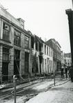 4689 FD001288 Drie uitgebrande woningen aan de Bloemendalstraat in het centrum van Zwolle. De brand vond plaats op 7 ...
