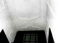 4708 FD001311 Stucwerk in het voormalige woonhuis van de dichter Rhijnvis Feith (1753-1824) in de Bloemendalstraat in ...