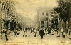 1002 PBKR6595 Oude Vismarkt en Koningsplein ca. 1902. Veel publiek op straat, op de achtergrond De Harmonie aan de ...