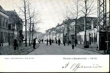 1265 PBKR3765 Thomas a Kempisstraat, ca. 1905 gezien naar de Brink en Diezerkade. Rechts een ijzeren telefoonpaal op ...