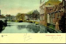 1274 PBKR3773 Thorbeckegracht ca. 1905 gezien naar het westen vanaf de Diezerpoortenbrug, noordelijke huizenrij met ...