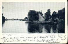 1524 PBKR4378 Zwartewater, ca. 1904. Gezicht vanaf het Rodetorenplein op het Zwartewater. Links is het hekwerk te zien ...