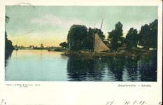 1525 PBKR4379 Zwartewater, ca. 1904. Gezicht vanaf het Rodetorenplein op het Zwartewater. Links is het hekwerk te zien ...