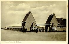1943 PBKR3900 Oostelijke gevelwand met hoofdingang van de Nieuwe (1934) Veemarkt te Zwolle, 1934-00-00