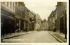 2313 PBKR3379 Gezicht in de Sassenstraat vanaf de Grote Kerk, ca. 1923. Links Sassenstraat 11 Magazijn Tamse ...