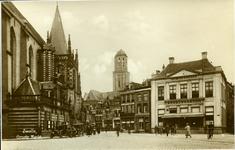 2470 PBKR5698 Oude ansichtkaart van de Grote Markt te Zwolle aan het begin van de 20e eeuw. Links mensn op de fiets. ...