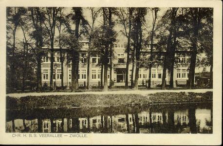 2561 PBKR3983 Voorgevel van de Christelijke Hogere Burgerschool aan de Veerallee, gebouwd in 1925 in Amsterdamse School ...