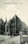 344 PBKR5915 Links de Grote of Sint-Nicolaaskerk uit omstreeks 1500. De laatgotische hallenkerk, sinds de Reformatie in ...