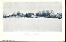 3950 PBKR1921 Gezicht vanaf de IJssel op de Zwolse oever. Links de huizen bij de Katerveersluizen in de Willemsvaart ...