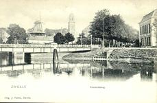 4373 PBKR1985 Gezicht vanaf de Willemskade op de Keersluisbrug. Deze werd verwijderd toen in 1965-1966 de Willemsvaart ...