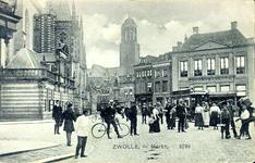 4735 PBKR1484 De Grote Markt, vanuit het noordoosten met links de Grote Kerk en de Hoofdwacht, middenachter de ...