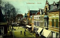 4774 PBKR2062 Ingekleurde prentbriefkaart met bovenaanzicht van de Luttekestraat. Uiterst rechts het art nouveaupand op ...