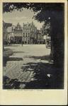 4795 PBKR2624 Gezicht op de panden Oude Vismarkt 32-42 vanuit het oosten, ca. 1933. In het pand op de hoek naar het ...