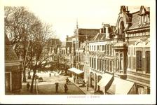 4952 PBKR2098 Bovenaanzicht van de Luttekestraat. Uiterst rechts het art nouveaupand op nr. 4 met de foto- en ...