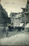 4953 PBKR2099 Het begin van de Luttekestraat vanaf de Voorstraat, met de paardentram. Op de tram maakt J. Zijlstra Hzn. ...