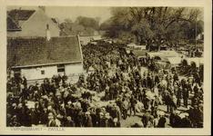 4963 PBKR2648 Zoals de Beestenmarkt als het ware geschapen was voor de handel in runderen was het brede gedeelte van de ...