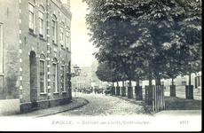 5587 PBKR1079 Gasthuisplein ca. 1915-1920. De bestrating bestaat op deze foto nog uit keien, terwijl de kastanjes ...