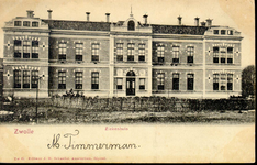 5713 PBKR2826 Rhijnvis Feithlaan, voorgevel van het oudste gedeelte van het voormalig Sophia Ziekenhuis, ca. 1900. Het ...